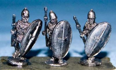 15RAE-116 Roman Legionnaires Advancing with Pilum